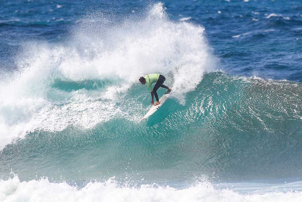 The round of sixteen of the men's QS/10,000 starts at the ABANCA Galicia Classic Surf Pro