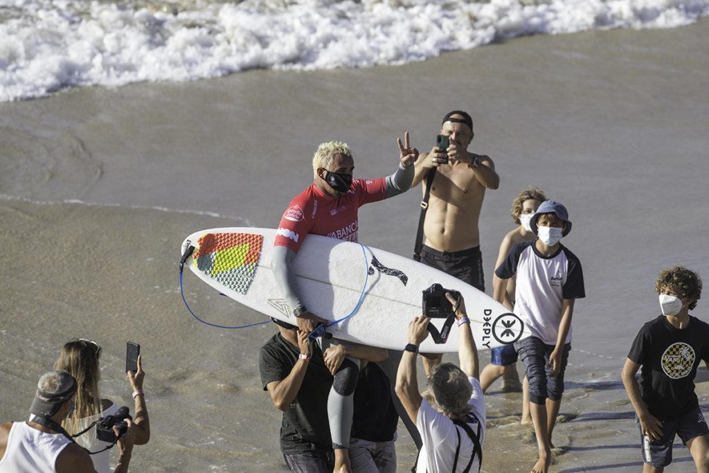 LOS SURFISTAS PORTUGUESES TERESA BONVALOT Y VASCO RIBEIRO CONQUISTAN PANTÍN